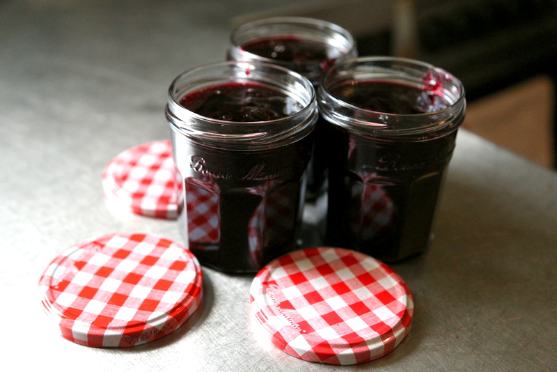 Blackcurrant and blueberry jam (15)
