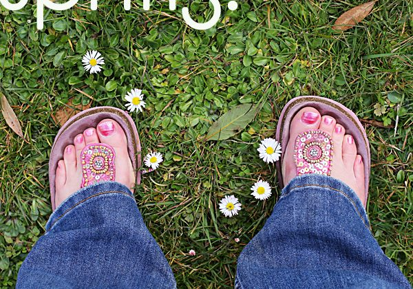 Sandals and daisies